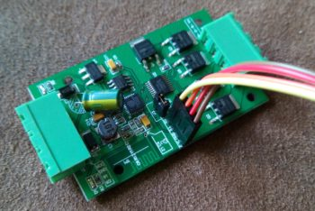 Programmier-Jumper gesetzt, serielle Schnittstelle angeschlossen